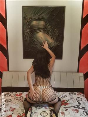 Leyzbi Bruneta sexy pasionala 24 de ani